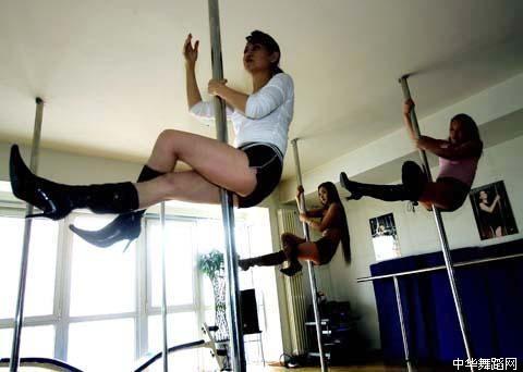 钢管舞视频 看美女钢管舞视频蔡依林钢管舞更胜一筹