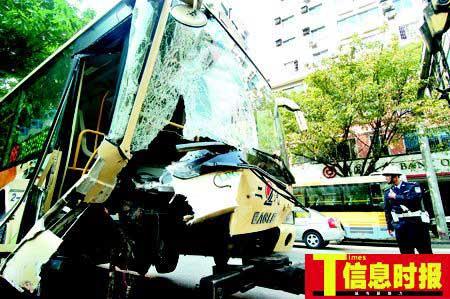 广东惠州公交车连撞图片视频现场再现高清图片